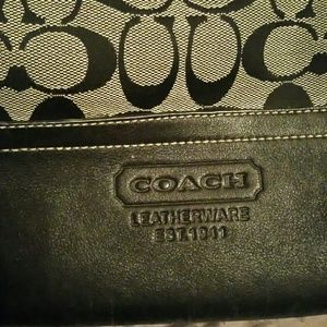 Coach Bags - Coach signature shoulder bag